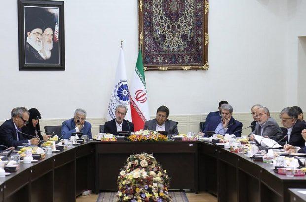 گزارش سفر دو روزه رئیس کل بانک مرکزی به استان آذربایجان شرقی